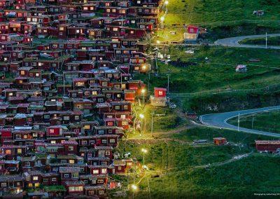 City 004 Follow The Light (Junhui Fang)